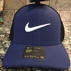Unisex Nike aerobill cap. Blue & black